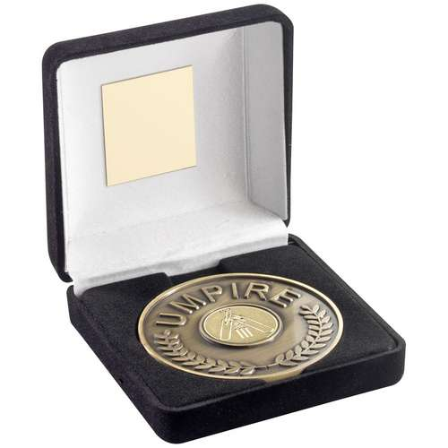 BLACK VELVET BOX AND 70mm UMPIRE MEDALLION WITH CRICKET INSERT -